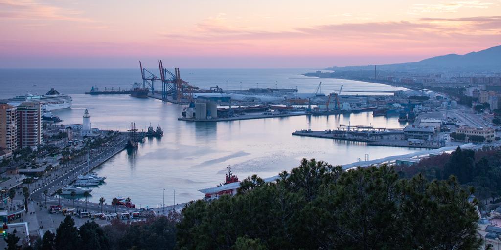 Malaga Sonnenuntergang über dem Hafen